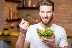 cibo sano insalata